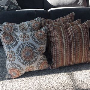 6 BRAND NEW THROW PILLOWS! Never been used!